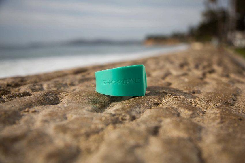 Basta un braccialetto per proteggervi dagli attacchi degli squali