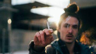 Il rimedio definitivo per smettere di fumare è un impianto nel cervello
