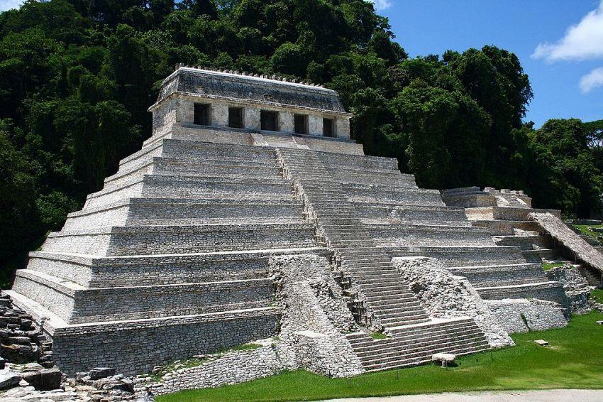 Archeologi scoprono la porta dell'aldilà sotto misteriosa tomba Maya