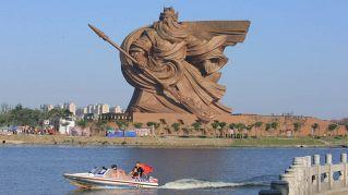 La Statua della Libertà cinese è alta 48 metri e pesa 1300 tonnellate