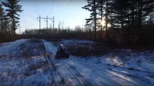 La più potente sedia a rotelle da cross estremo può andare ovunque