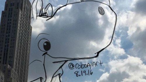 Un artista trasforma le nuvole in disegni di animali
