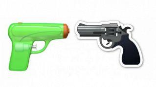 Una pistola ad acqua al posto del revolver, Apple risponde così alle guerre
