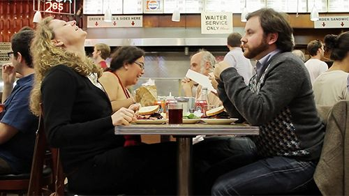 Cosa ci fanno tante donne che ansimano insieme in un ristorante?