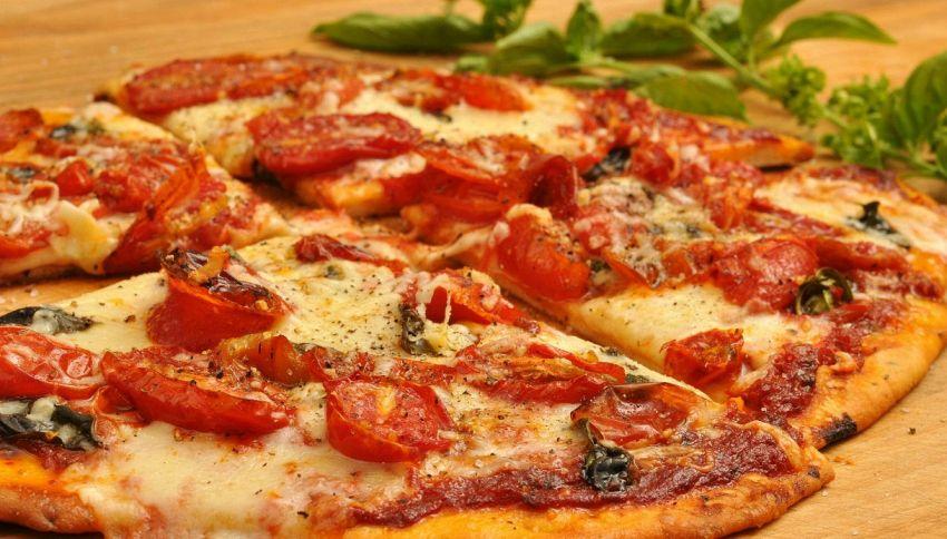 Mangiare pizza ti rende più produttivo. Lo dice la scienza