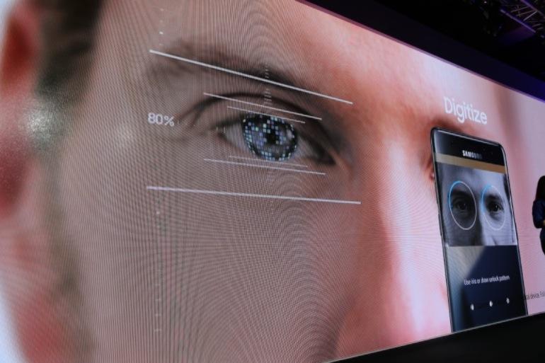 Scansione dell'iride, la fantascienza oggi è sul suo smartphone