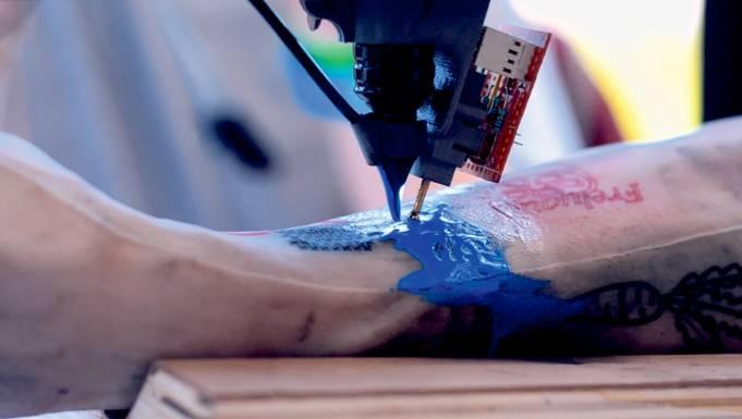 Tatoué: vi fareste tatuare da un robot?