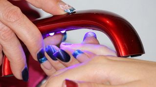 Allergie e infezioni, portare le unghie finte è un rischio per la salute