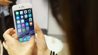 Snowden presenta la cover per iPhone anti spia