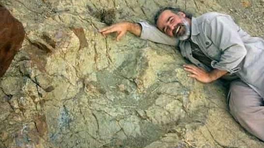 Guida turistica scopre impronta di dinosauro da record