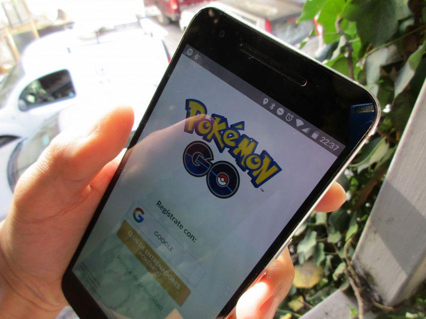 Pokemon mania, adulti e ragazzini si trasformano in cacciatori compulsivi