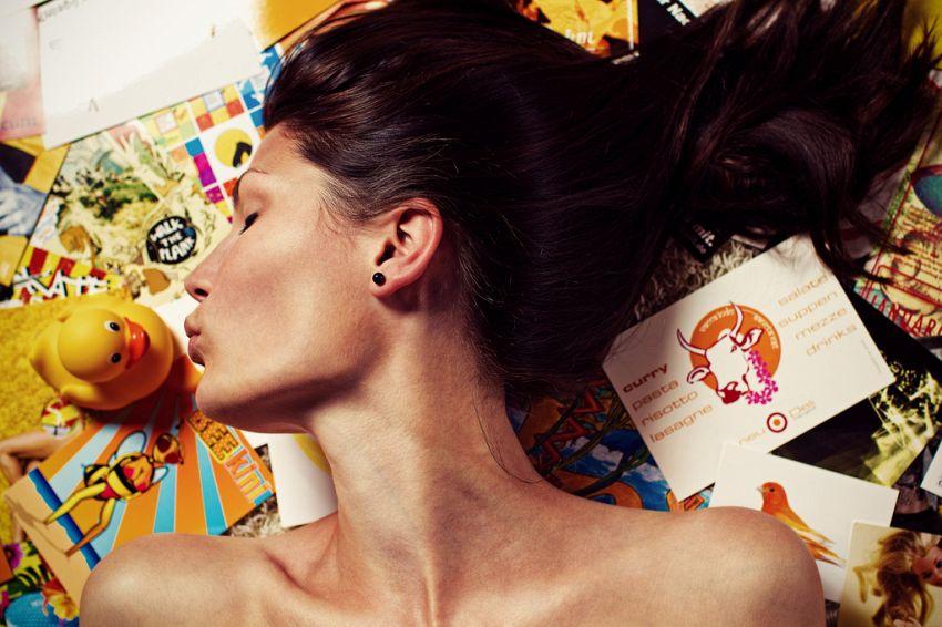 Selfie e labbra strette, una moda insopportabile destinata a restare