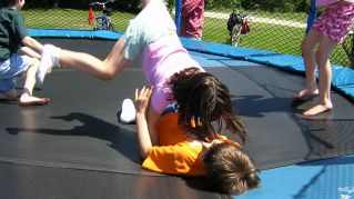 Cosa è meglio di un tappeto elastico per bambini? Un tappeto elastico smart