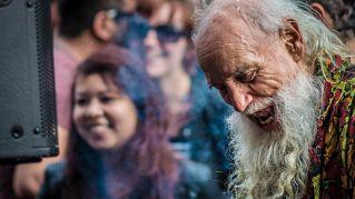 Il nonno festaiolo, a Berlino sono tutti pazzi di lui
