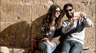 Perché le coppie aggiornano il loro stato con frasi sdolcinate