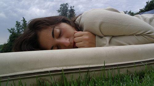 Perché ci svegliamo sempre sul più bello di un sogno?