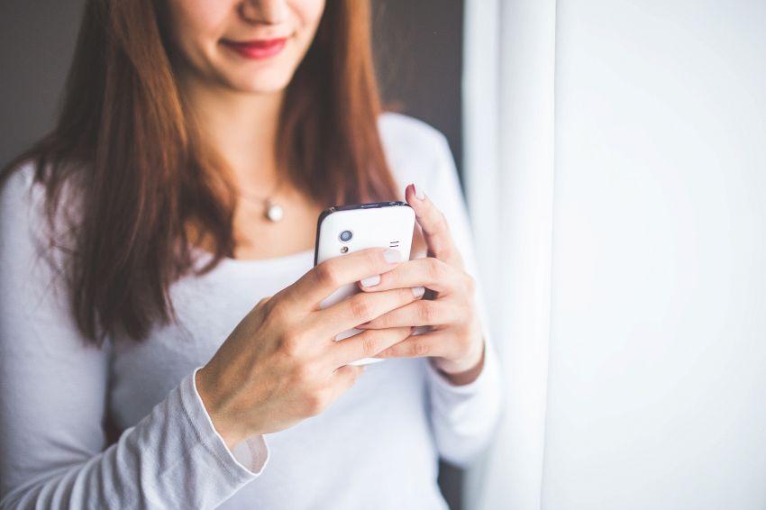 Volete controllare il telefono di vostro figlio? Leggete prima qui