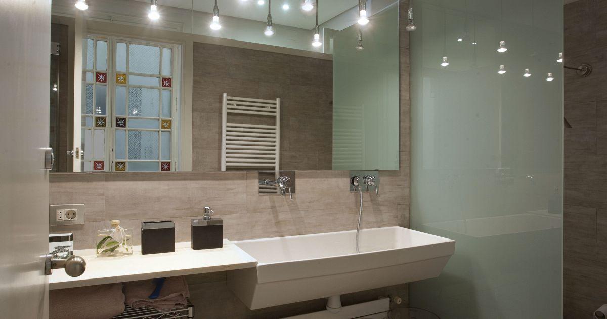 Bagno Stretto E Lungo Colori Luminosi Mobile Bagno Idea