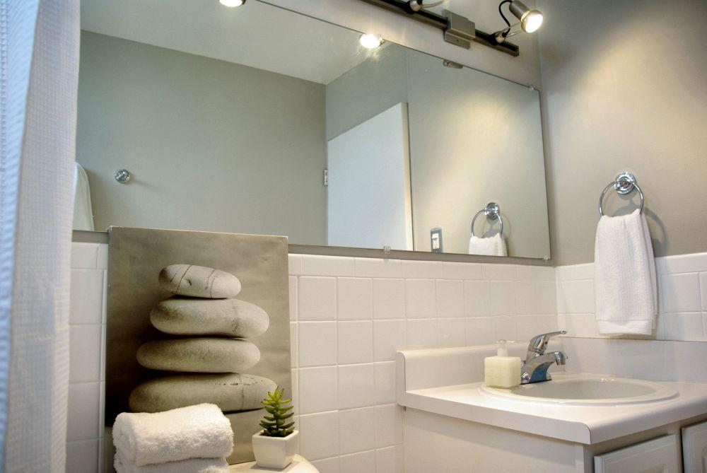 Come arredare un bagno lungo e stretto e farlo diventare for Specchio lungo