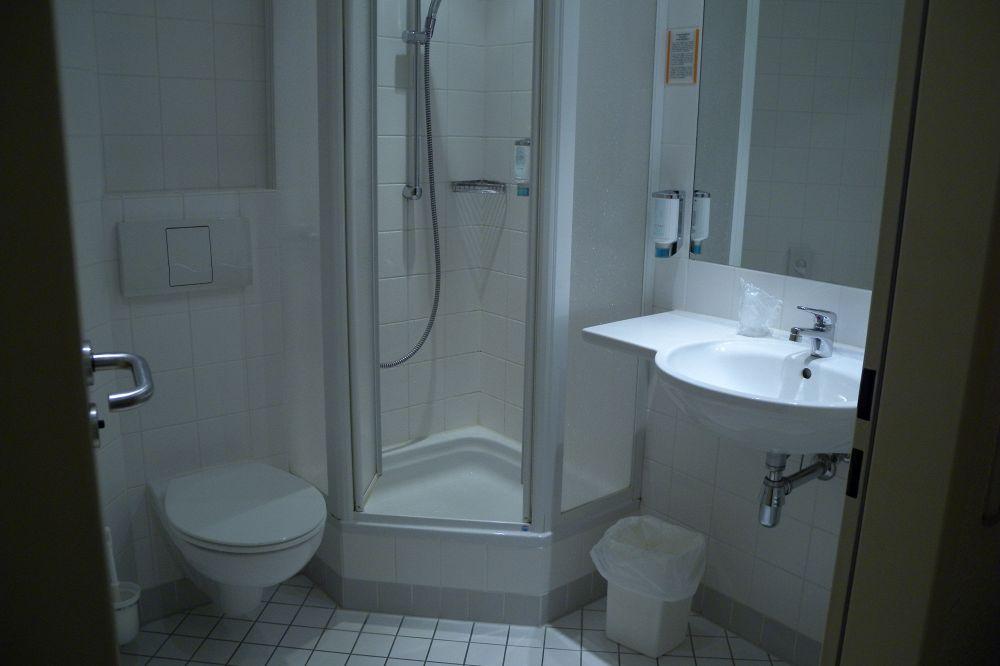 Come arredare un bagno con stile supereva - Creare un bagno con sanitrit ...