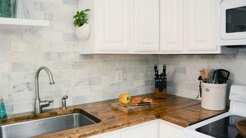 Come pulire piastrelle in cucina: i consigli che ti stupiranno