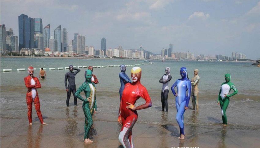 Bikini per il volto, i nuovi facekini cinesi diventano burkini