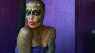 Eva Tiamat, il transgender che si è fatto tagliare naso e orecchie