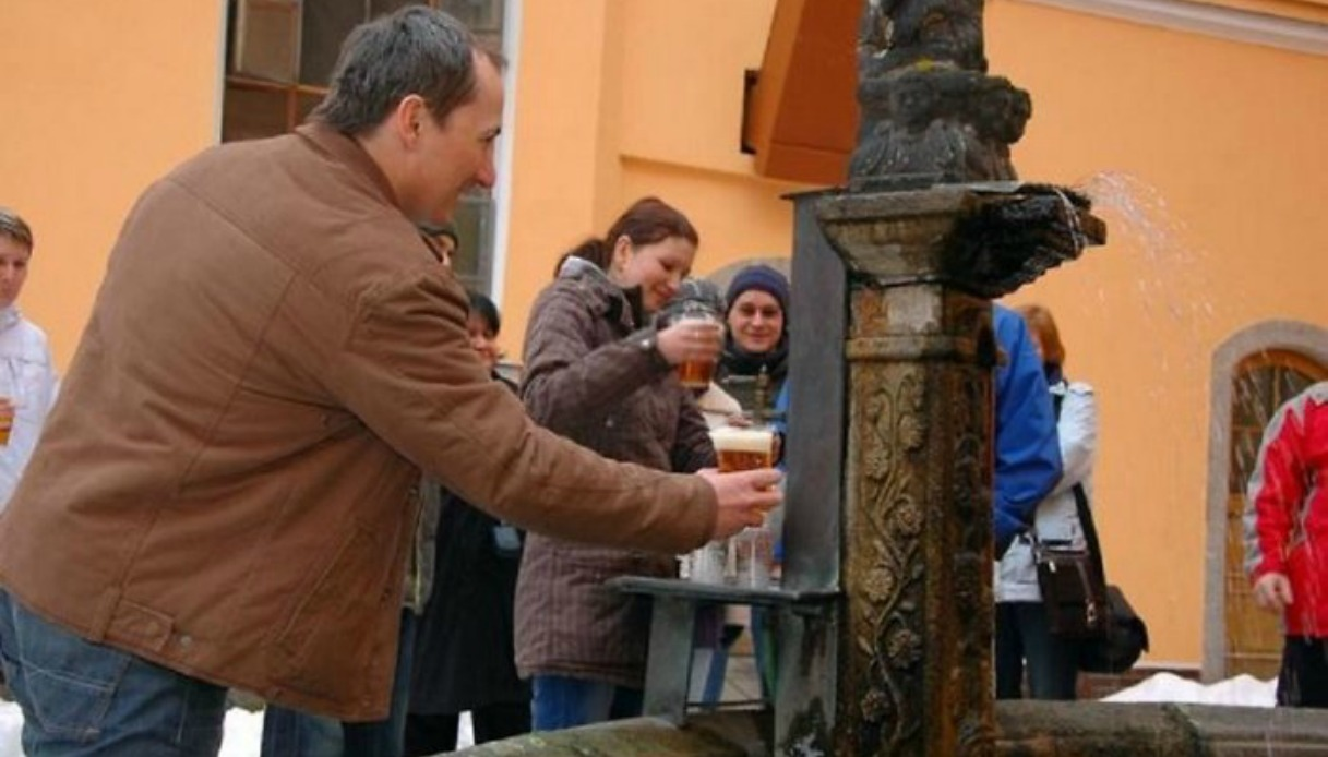 In Slovenia apre la prima fontana di birra in Europa, ed è gratis