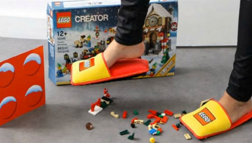 Pantofole Lego, contro i mattoncini assassini