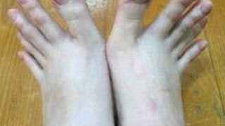 Studentessa taiwanese stupisce il web con i suoi piedi prensili