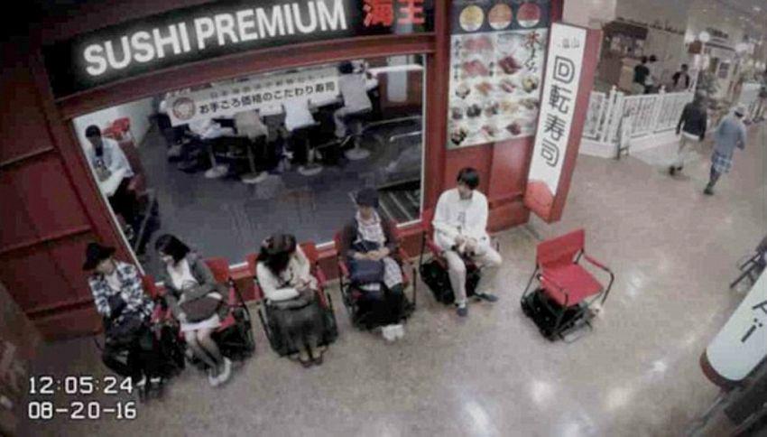 Odiate fare la fila? Il Giappone ha le sedie a guida autonoma