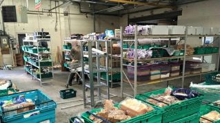 In Inghilterra apre il primo supermercato del cibo superfluo, paghi quanto vuoi