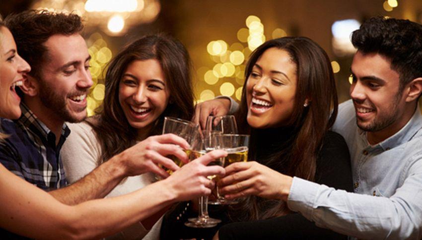 Ecco come l'alcol trasforma le nostre emozioni