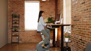 In cyclette alla scrivania, come fare esercizio anche in ufficio
