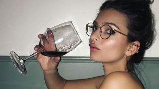 Le donne intelligenti sono quelle che bevono di più, lo dice la scienza