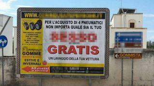 """""""Sesso gratis"""": la pubblicità ingannevole del gommista diventa virale"""