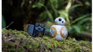La Forza in palmo di mano: controlla BB-8 e vi allena con la spada laser