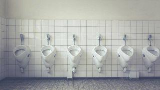 Studenti cinesi in bagno possono usare solo 3 litri di acqua al mese
