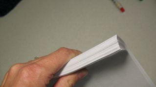 Perché i tagli fatti dalla carta fanno così male? Ve lo dice la scienza