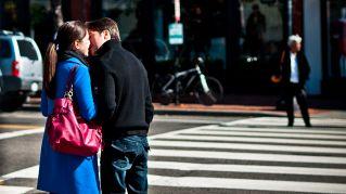 5 trucchi per far innamorare tutti (o tutte) di te