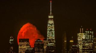 Super luna rossa a Manhattan, fotografa attende due anni per catturarla