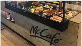 Il McCafé di Parigi abbandona burger e patatine, il junk food non è più di moda