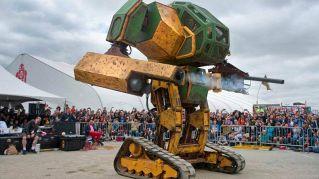 Megabot contro Suidobashi: non è un film i robot giganti combattono davvero