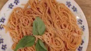 Ecco mondo come si fanno davvero gli spaghetti: il video è virale