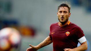 """""""Francesco Totti ucciderà la Roma"""": il capitano querela Dotto"""