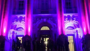 Alla Tate Modern arrivano in finale le natiche d'oro