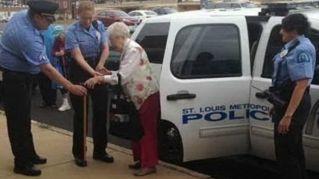 """""""Voglio essere arrestata"""", esaudito il desiderio della nonna di 102 anni"""