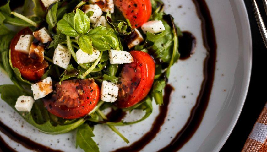 Non mangiate quell'insalata: le verdure da non mangiare mai crude