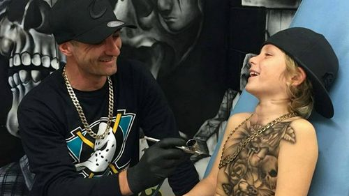 Benjamin Lloyd, l'artista che regala tatuaggi ai bimbi malati