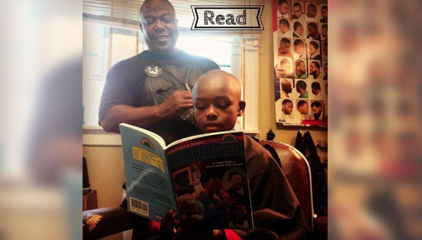 Il barbiere che ti fa lo sconto se gli leggi un libro ad alta voce